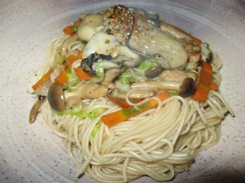 夏の素麺と冬の味覚牡蠣とのコラボ