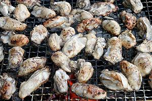 剥き身牡蠣の網焼き
